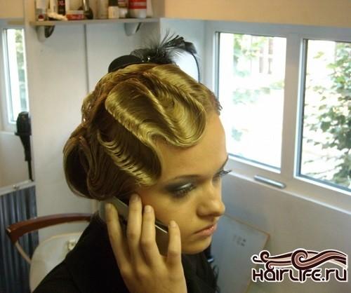 Прическа «Улитка» с волной в стиле ретро для средних волос