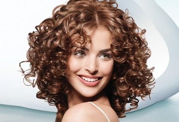 Распущенные локоны на средние волосы