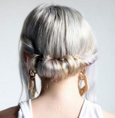 Прическа на короткие волосы «Греческая богиня»