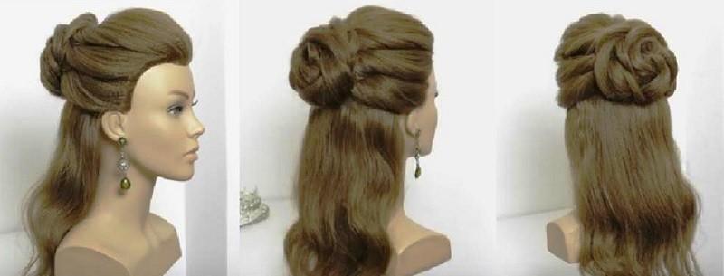 Прическа на распущенные волосы, украшенные объёмной розой из жгутов