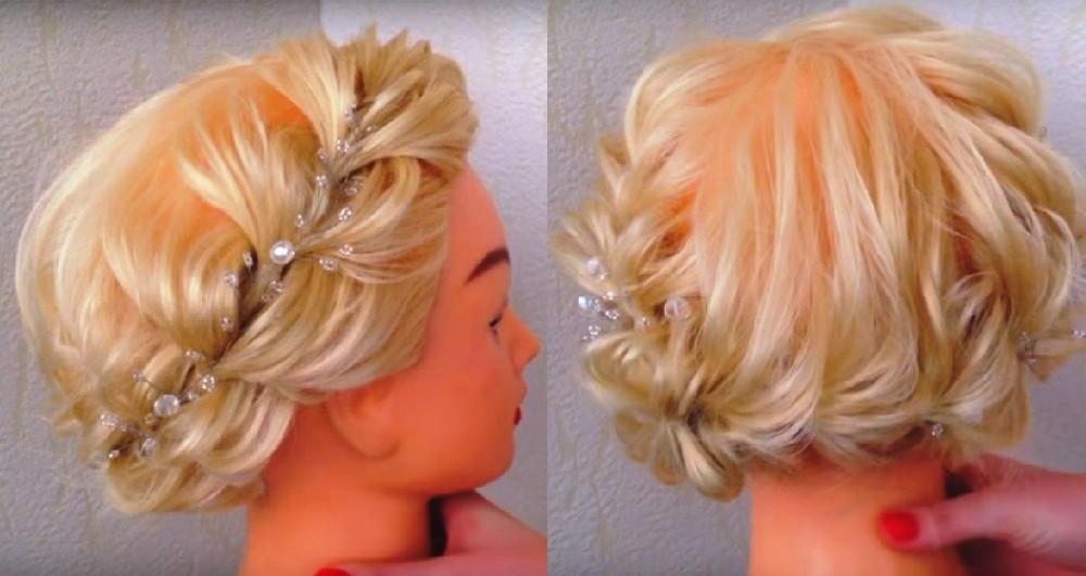 Круговая коса из резинок на каре средней длины