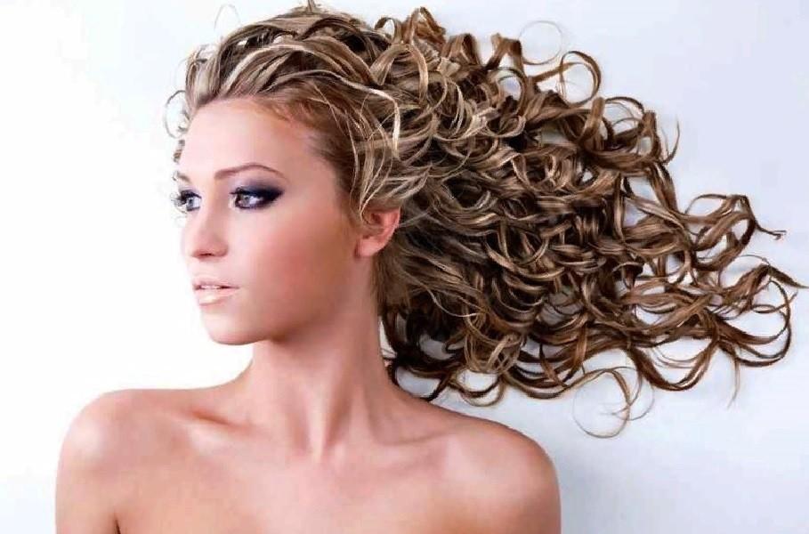 легкая завивка натуральных неокрашенных волос